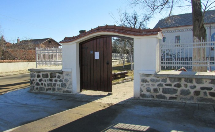 Храм св.Апостоли Петър и Павел